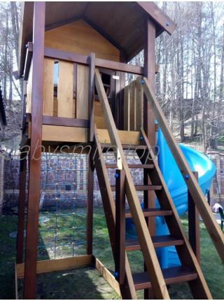 Дитячий дерев'яний будиночок з гвинтовою гіркою