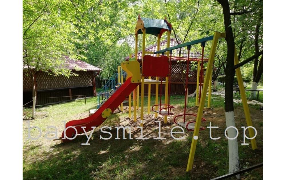 Детская игровая площадка на территории гостиницы или ресторана