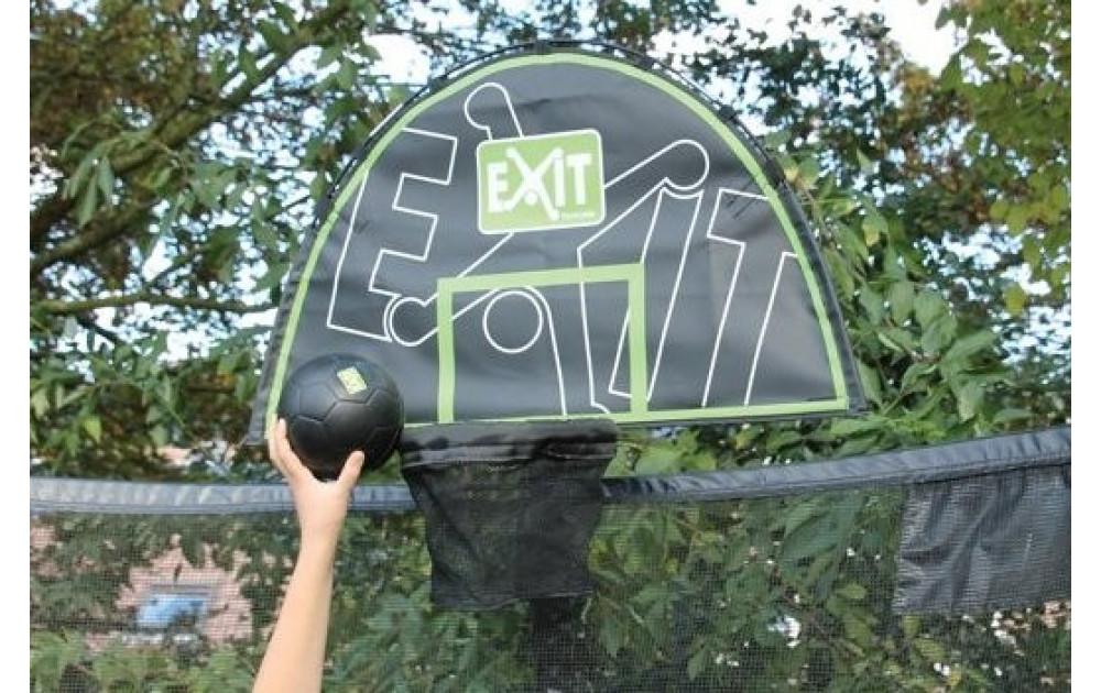 Играть с мячом, прыгая на батуте - ВОЗМОЖНО!